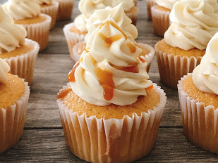 Butterbeer Cupcakes with Cream Soda Vanilla frosting on top and drizzled with caramel.