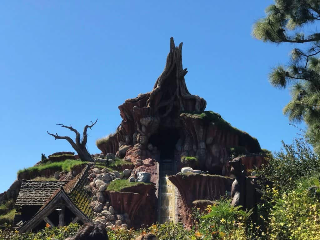 The front of Splash Mountain at Disneyland Park