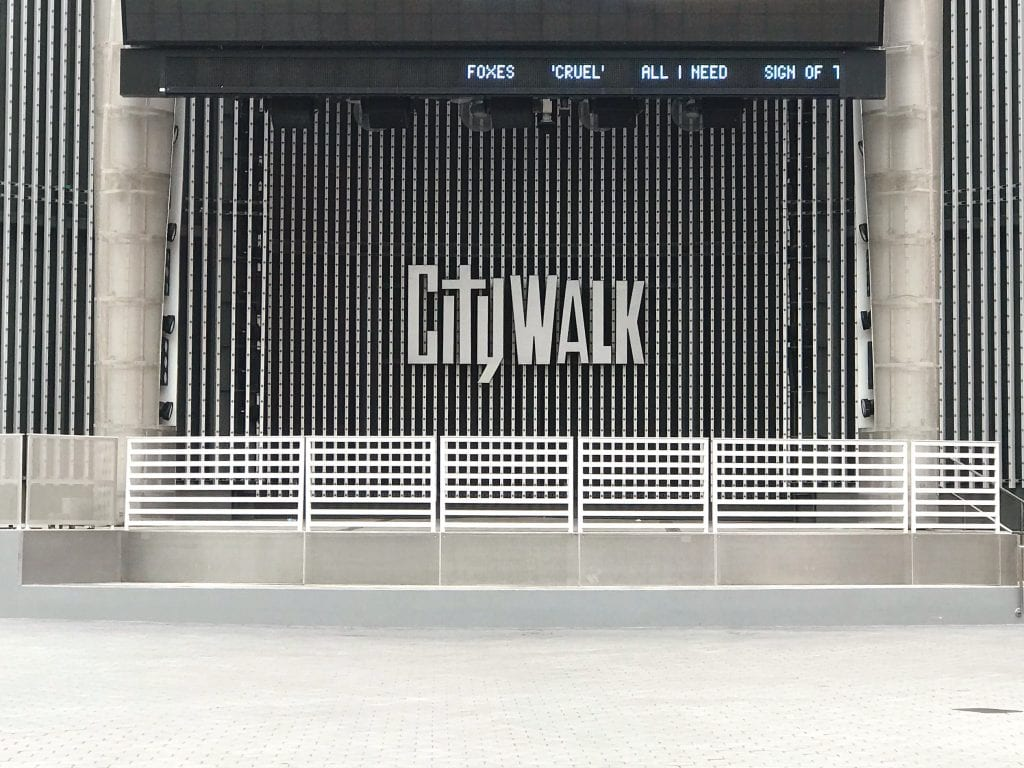 A wall at Universal Studios Hollywood that says CityWalk.