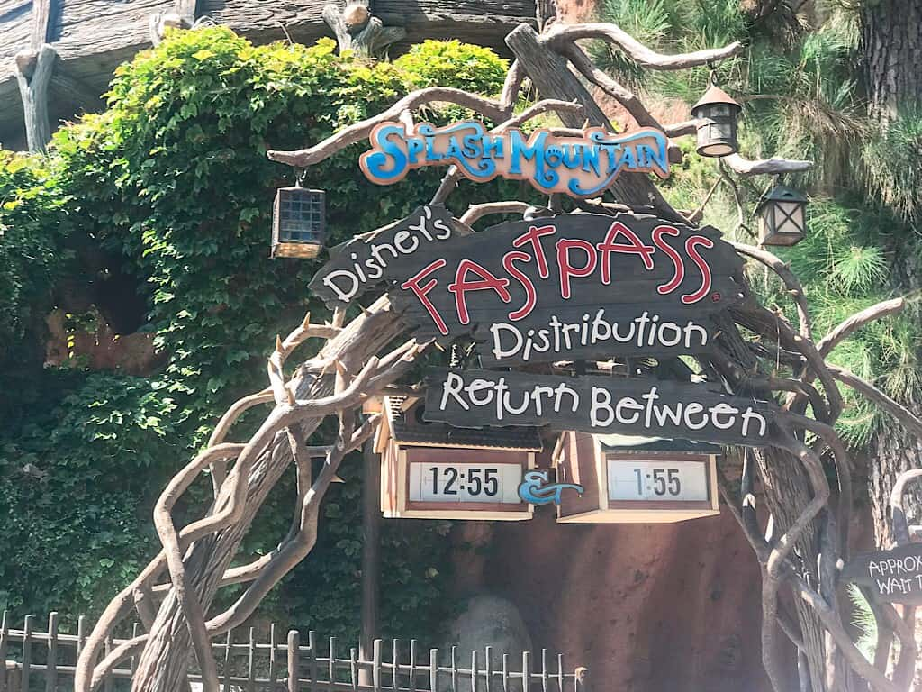 Splash Mountain Fastpass Kiosk