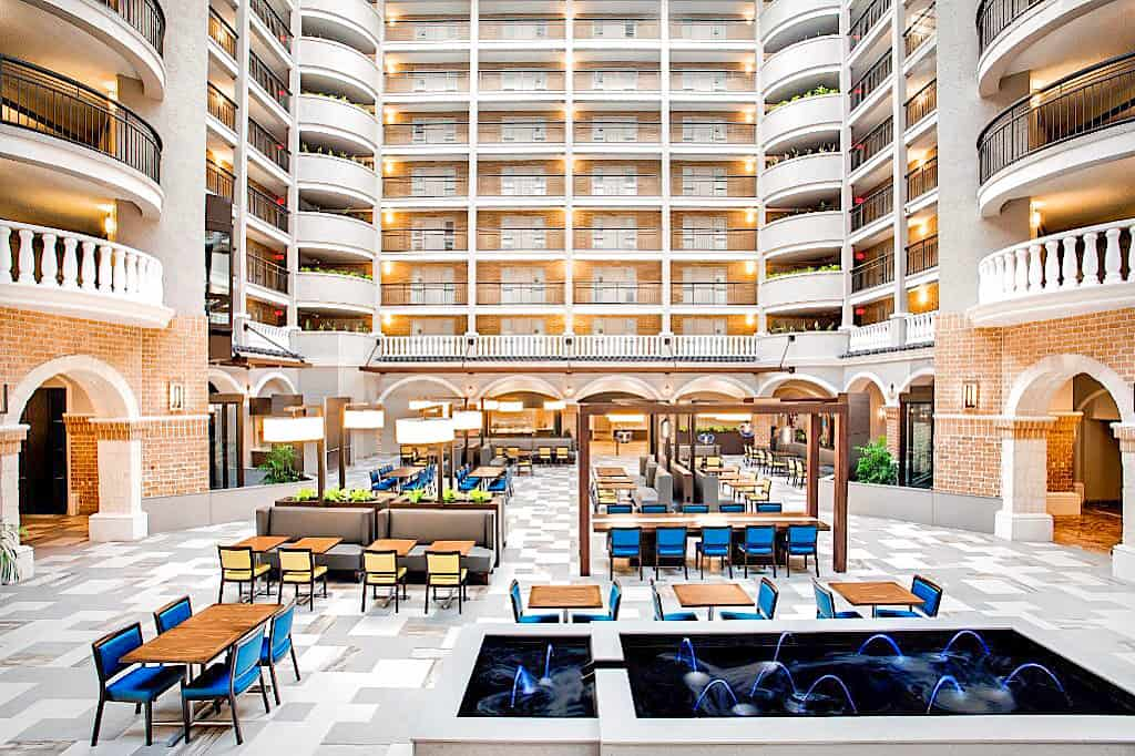 Courtyard Area Embassy Suites Orlando International Drive