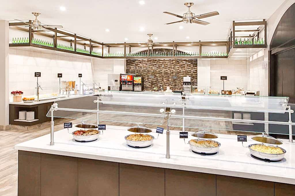 Dining Area Embassy Suites Orlando International Drive