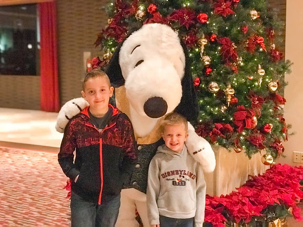 Snoopy meet and greet Knott's Berry Farm Hotel