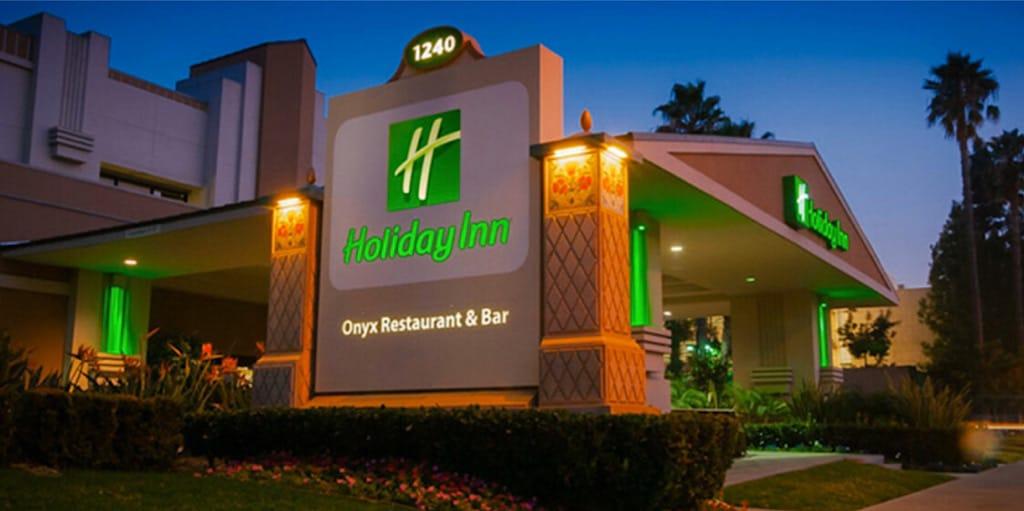 Holiday Inn & Suites Anaheim