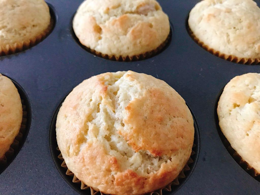 Baked banana cream muffins