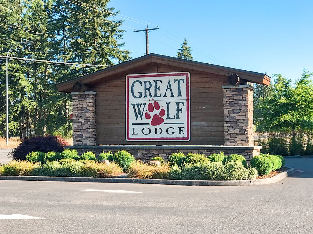 Street sign for Great Wolf Lodge in Grand Mound, Washington