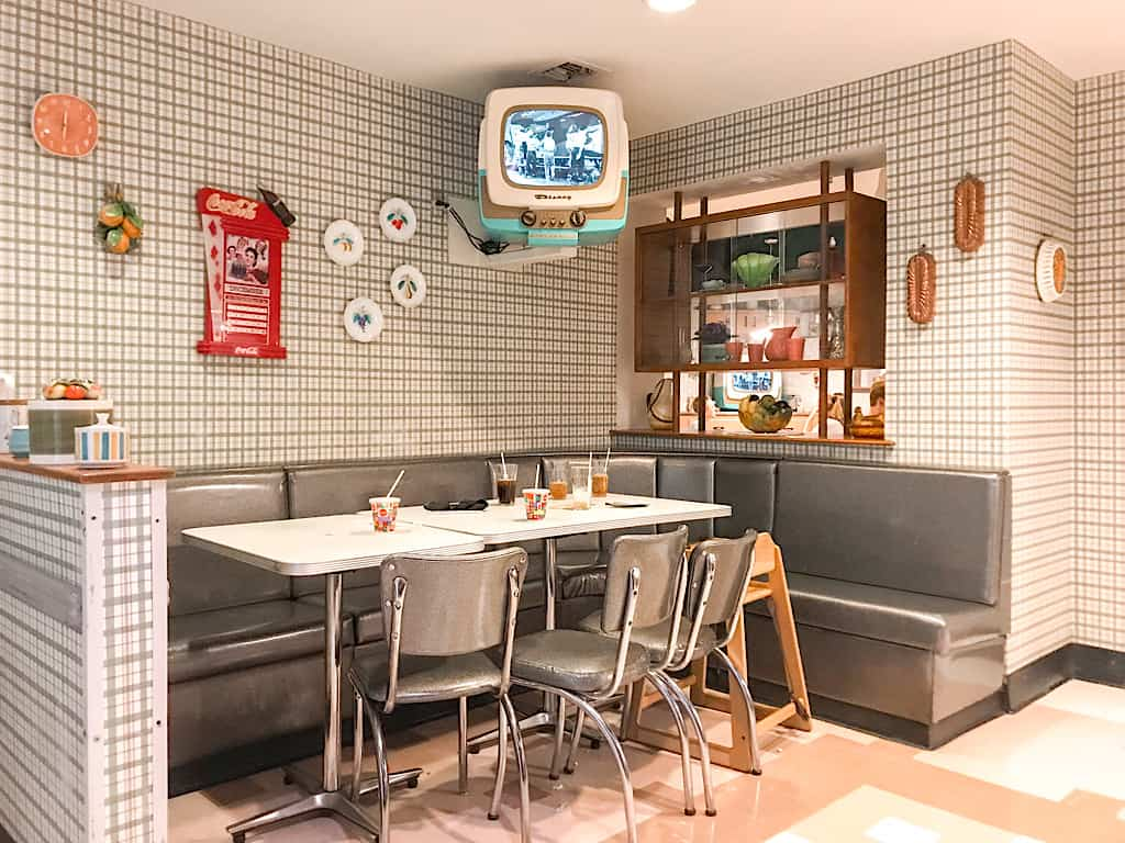 Inside view of 50's Prime Time Cafe at Disney World