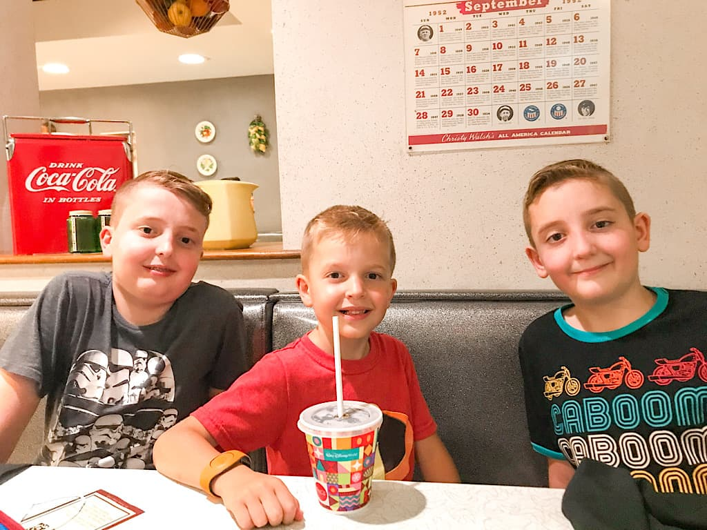 Kids eating at 50's Prime Time Cafe in Hollywood Studios