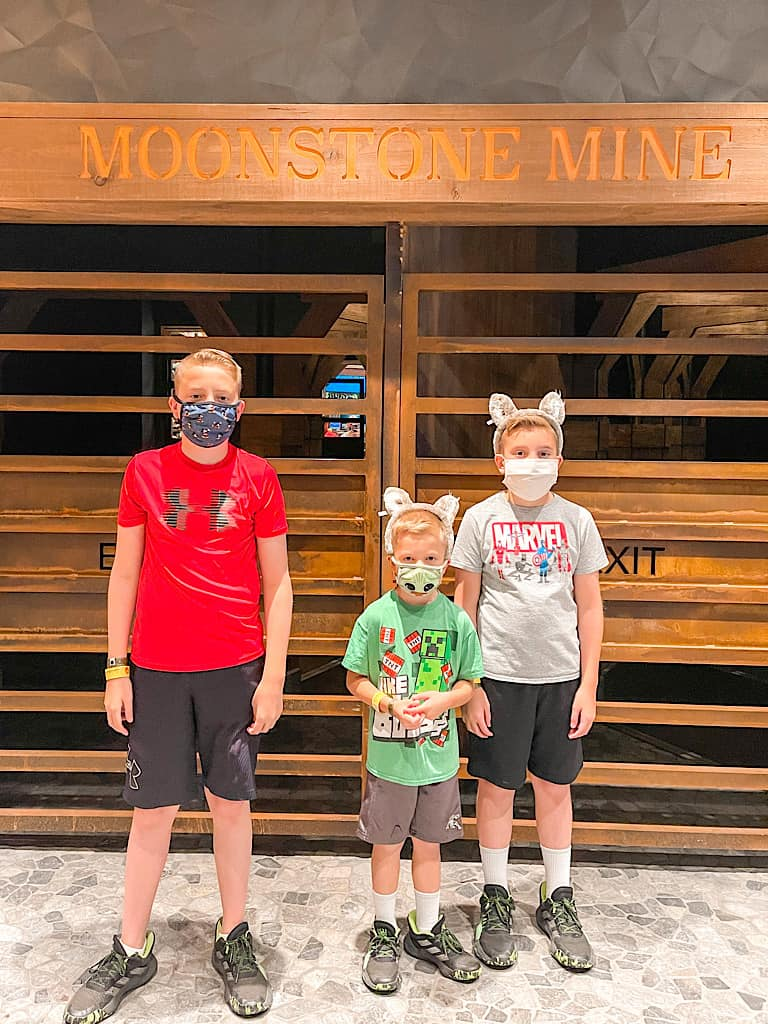 Children wearing masks at Great Wolf Lodge during COVID