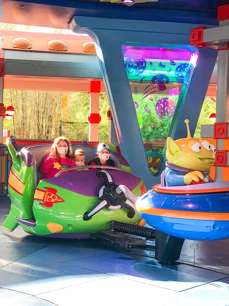 Kids riding on Alien Swirling Saucers at Disney World