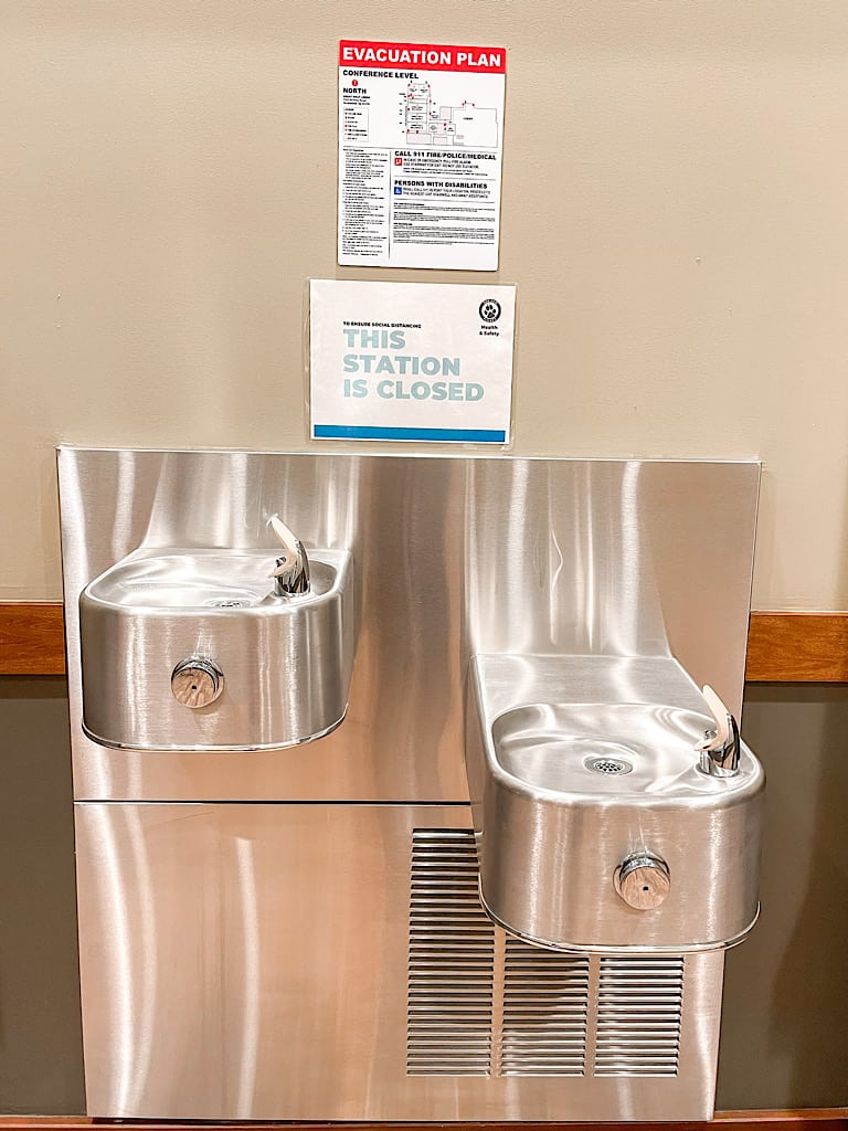 Closed drinking fountain