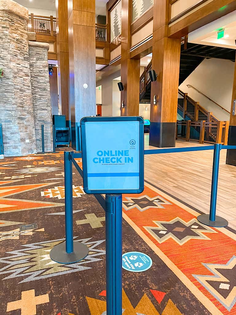Sign for online check in lobby of Great Wolf Lodge Arizona