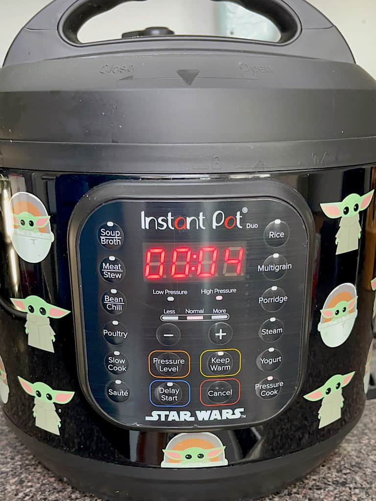 An Instant Pot set to pressure cook for 4 minutes.