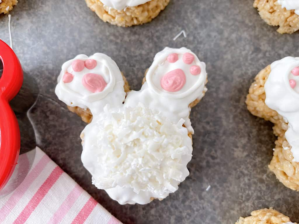 Copycat Disneyland Bunny Tail Rice Krispie Treats.