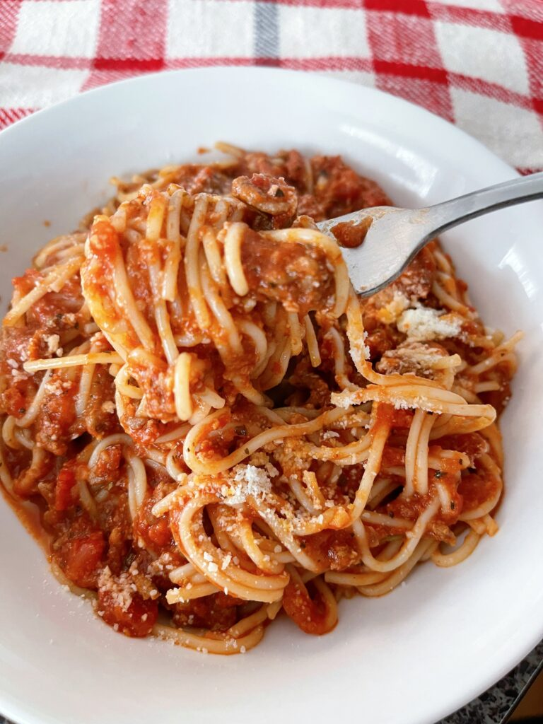 Spaghetti and sauce on a fork.