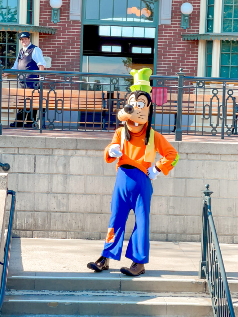 Goofy standing in front of the Disneyland train station.