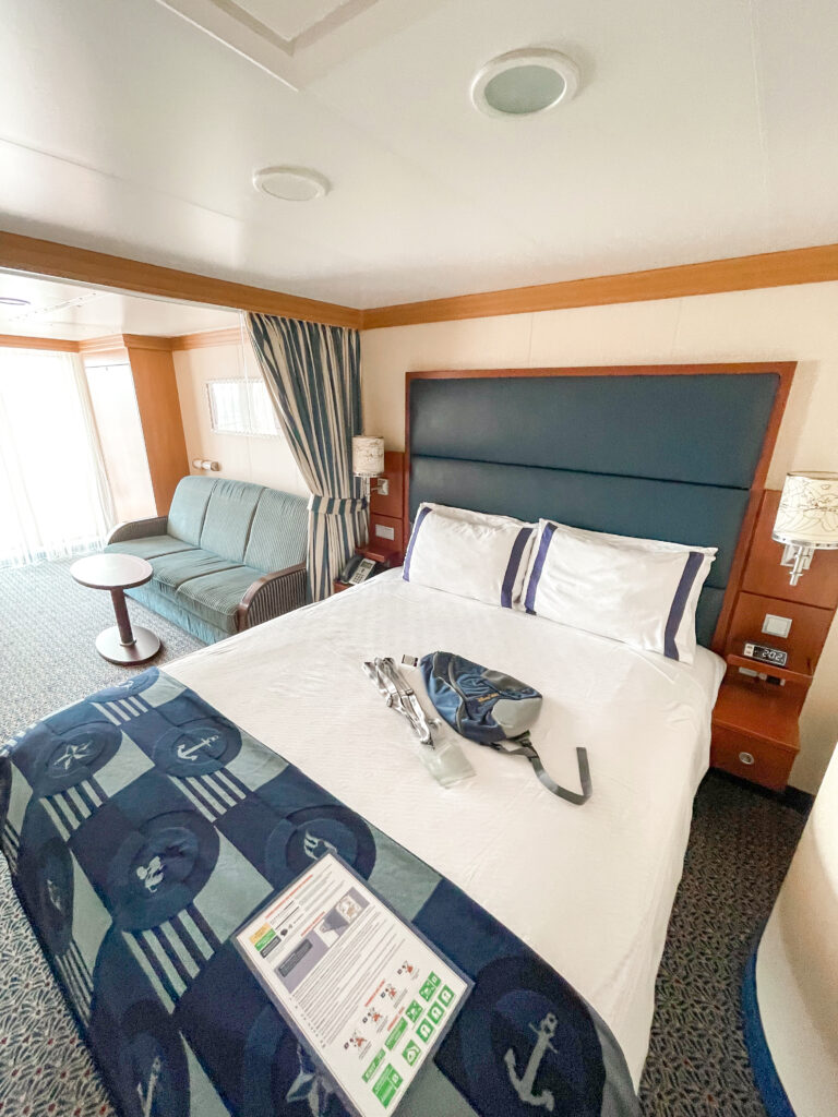Queen bed and sitting area of Disney Dream stateroom 8614.